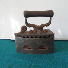 Metal/Fonta - Fier de calcat pe carbuni