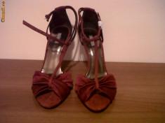 Sandale dama, Marime: 36.5 - Sandale ZARA UTERQUE, 38, saten si piele intoarsa bordo