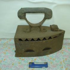 Metal/Fonta - ANTIC FIER DE CALCAT CU CARBUNI