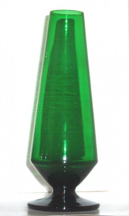 Vaza goblet semicristal verde smarald hand blown - design Monica Bratt '50 - Reijmyre Suedia foto mare