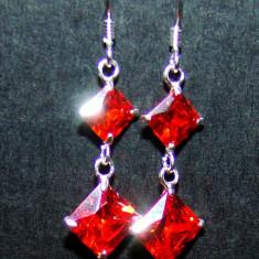 Idee cadou CRACIUN: Cercei lungi din argint 925 cu pietre 2 cristale in forma de romb, cristal de culoare rosu orange - Cercei argint