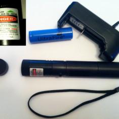 Laser pointer - Laser verde 1000mW reali. Acumulator Li-Ion 3800mAh. Punct reglabil + proiectii stelare.