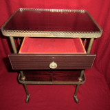 Frumoasa masuta cu 2 polite din lemn lacuit 65x30 cm - Mobilier