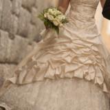Rochie de mireasa unicat Evergreen, culoare ivory dintr-o singura piesa cu trena, corset marimea 36-42