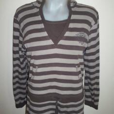 Bluza de la Here&There de la C&A, made in Germany; 55.5 cm bust, 62 cm lungime - Bluza dama, Marime: Alta, Culoare: Maro, Maneca lunga, Bumbac