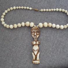 Margele cu medalion din fildes - Arta din Africa