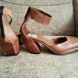 Pantofi din piele, tip ciocata, model deosebit!!