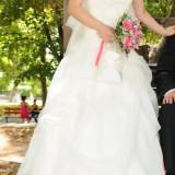 Rochie de mireasa printesa - Vand rochie de mireasa crem marimea 36 pt inaltime 160cm