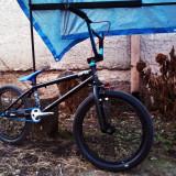 Vand/schimb Bmx Custom - Bicicleta BMX Nespecificat, 20 inch, Numar viteze: 1, Otel, Negru-Alb-Albastru
