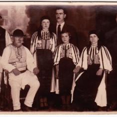 Sibiu Poiana Sibiului, fotografie veche tip CP familie de 3 generatii in costume populare, perioada interbelica (1)