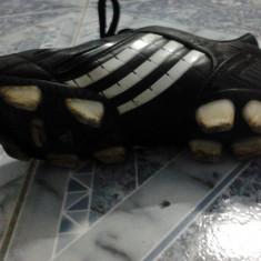 Ghete Fotbal Adidas Predator, Marime: 41, Negru, Barbati