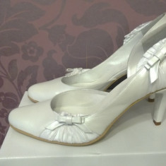 Vand pantofi albi (mireasa) Thea Visconti - Pantof dama Thea Visconti, Marime: 40