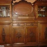 Mobila veche de sufragerie din lemn masiv