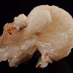 Fosila roca - Zeolith Stilbite roca de colectie ( flori de mina, roci, minerale )