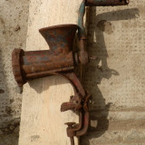 Masina veche de tocat carne din fonta, reducere - Metal/Fonta
