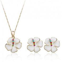 Set White Flowers placat cu aur de 18 k cu cristale Swarovski Elements - Colier Swarovski
