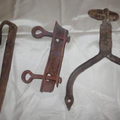 Metal/Fonta, Altul - Vechi agatatori de lemn