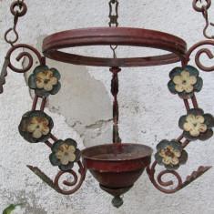Cadru de candelabru vechi cu lanturi