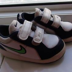 Vand adidasi copii Nike, marimea 23, 5, Culoare: Alb, Baieti, Alb