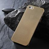 Husa / Toc aluminiu perforat IPhone 4, 4S, 5, 5S, aurie + CADOU Folie pt 5 / 5S