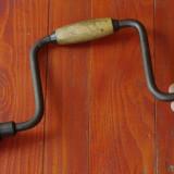 Metal/Fonta - Scule - unelte ---- coarba - masina de gaurit manuala - veche - cu mandrina !!!!