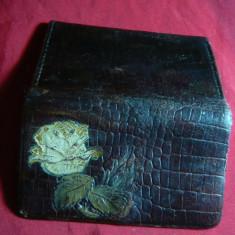 Portofel vechi din piele, de dama, cu trandafir, L= 9 cm