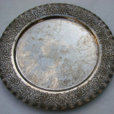 Argint - Frumoasa tava din alpacca, perioada interbelica, cu diametrul de 27, 5 cm