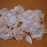 Accesoriu Dama, Alb - Trandafiri din satin, realizati manual. Set 10 buc.
