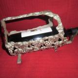 Suport argintat cu motive vegetal viticole pentru sticla vin - Metal/Fonta