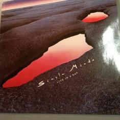 SIMPLE MINDS - LIFE IN A DAY (1979 / VIRGIN REC /RFG) - DISC VINIL/PICK-UP/VINYL - Muzica Rock virgin records