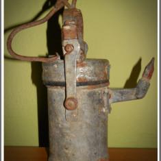 Veioza/Lustra/Lampa - AuX: Frumoasa LAMPA veche de mina / miner pe carbit, confectionata din fier, de colectie, decoratiune ideala cu carlig de agatat, greutate aprox 1 KG!