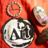 Accesoriu Dama - Reclama firma ART -tesuta margeluse alb-negru, 2 Agrafe piele si o catarama inox