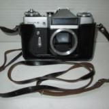 Aparat foto sovietic vechi de colectie Zenit E fara obiectiv.