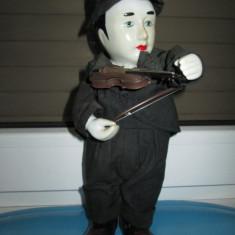 Papusa Vintage Violonist cantatoare si miscatoare cu cap si maini din portelan. - Papusa de colectie