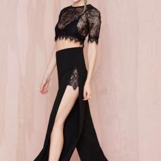 Top dama - G372-1 Compleu elegant din top scurt din dantela si pantaloni lungi, decupati pe lateral
