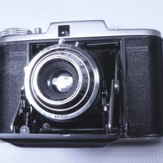 Aparat foto vechi de colectie functional cu burduf