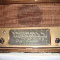 Aparat radio - LUNA CADOURILOR - 50% TELEFUNKEN 166 WK ; 1941 - 1944 RADIO LAMPI