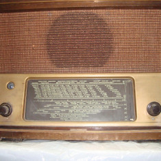 LUNA CADOURILOR - 50% TELEFUNKEN 166 WK ; 1941 - 1944 RADIO LAMPI - Aparat radio