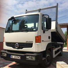 Autobasculanta Nissan - Camion