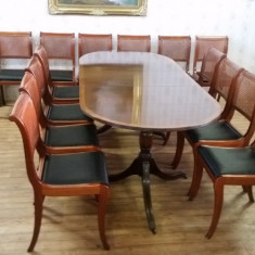 Mobilier, Mese si seturi de masa, Chesterfield, Dupa 1950 - Masa cu 14 scaune. Chesterfield made in England