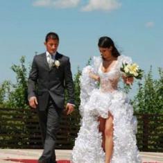 Rochie scurta de mireasa - Vand rochie de mireasa scurta in fata lunga in spate