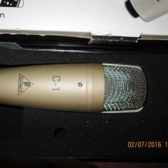 Microfon de studio BEHRINGER C-1