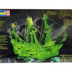 GHOST SHIP WITH NIGHT COLOUR - Macheta Navala Revell