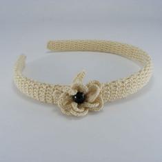 Coronita - Cordeluta crem cu floare si perla neagra de dama crosetata manual Buticcochet